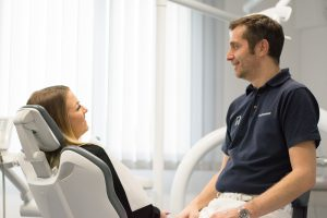 Dr. Kossmann & Patientin